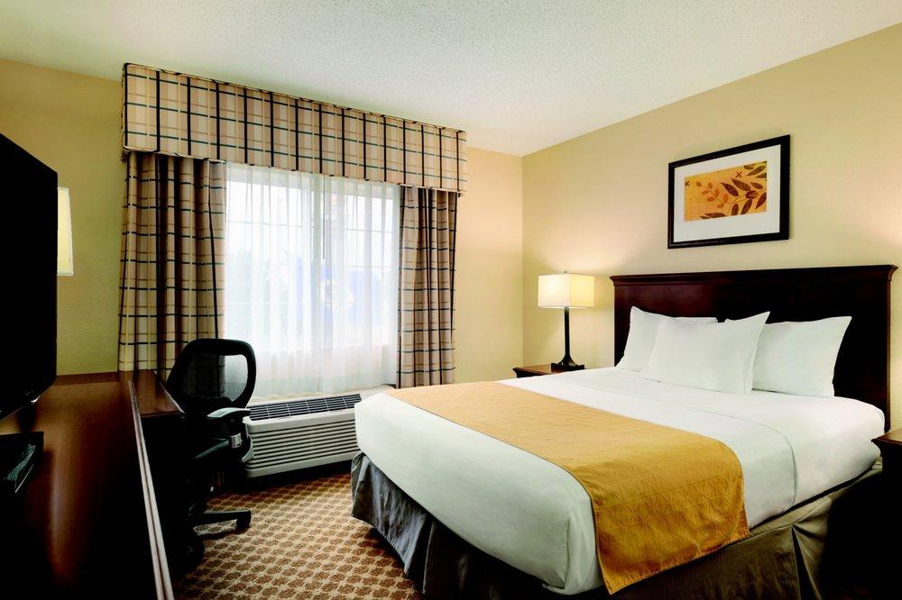 Country Inn & Suites by Radisson - Owatonna: 130 Allan Ave SW, Owatonna, MN