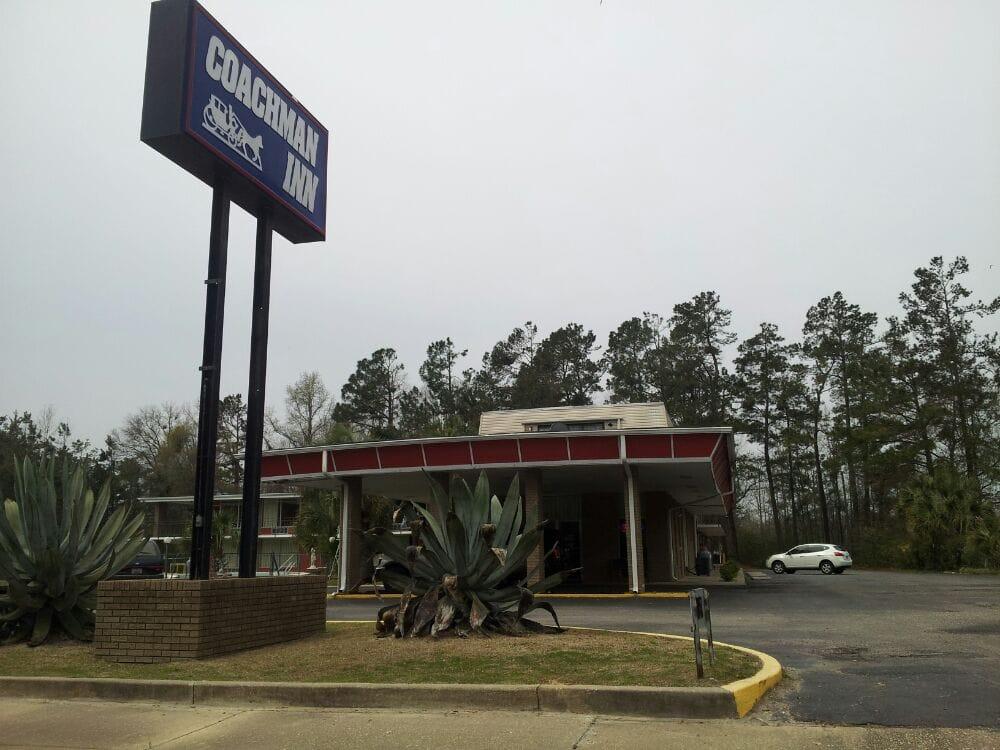 Coachman Inn: 422 N Main St, Hemingway, SC