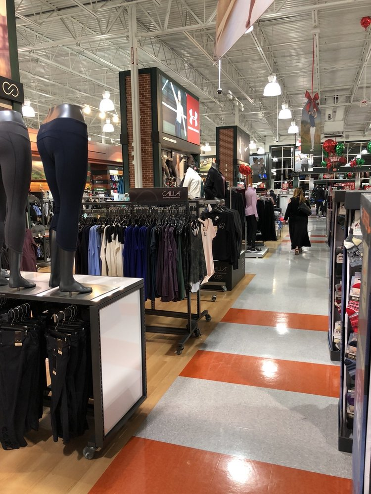 DICK'S Sporting Goods: 3265 Sports Arena Blvd, San Diego, CA