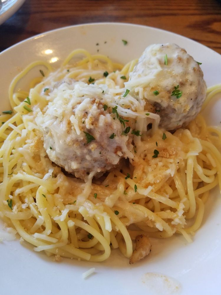 Spaghetti with meatballs with the asiago garlic alfredo - Olive garden spaghetti and meatballs ...