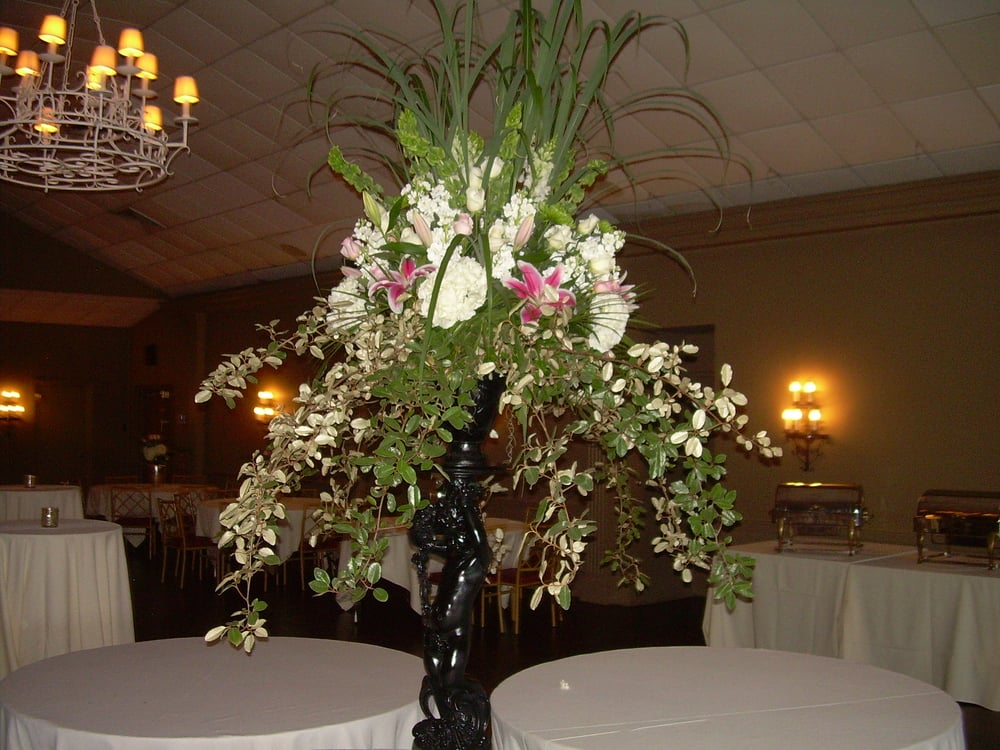 The Flower Market: 109 South Carlisle St, Albertville, AL