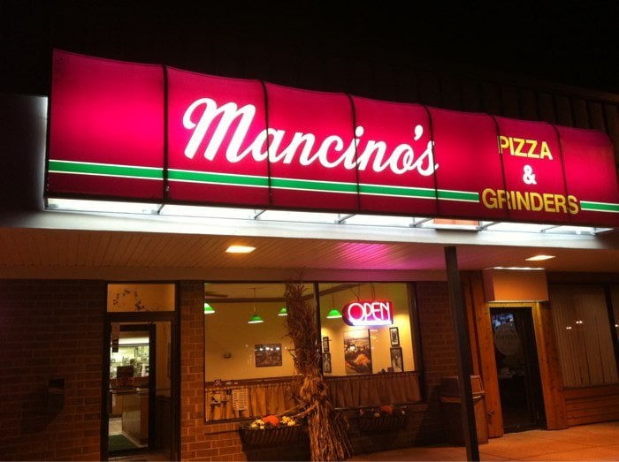 Mancino's Pizza & Grinders: 1063 S US Hwy 27, St. Johns, MI