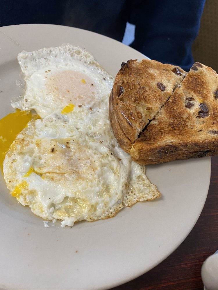 The Busted Yolk: 11384 North St, Cato, NY