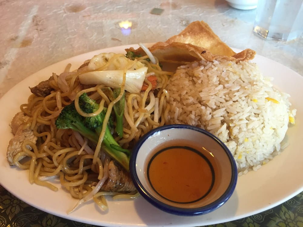 General chicken with plain chow mein. Lunch special ! - Yelp
