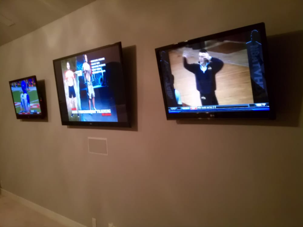 Multiple Screen Tv Wall Mounting For Sports Fans Game