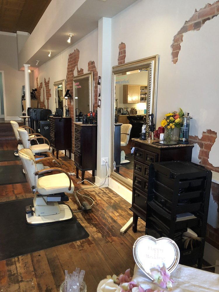 Salon Emage: 51 E Lee St, Warrenton, VA