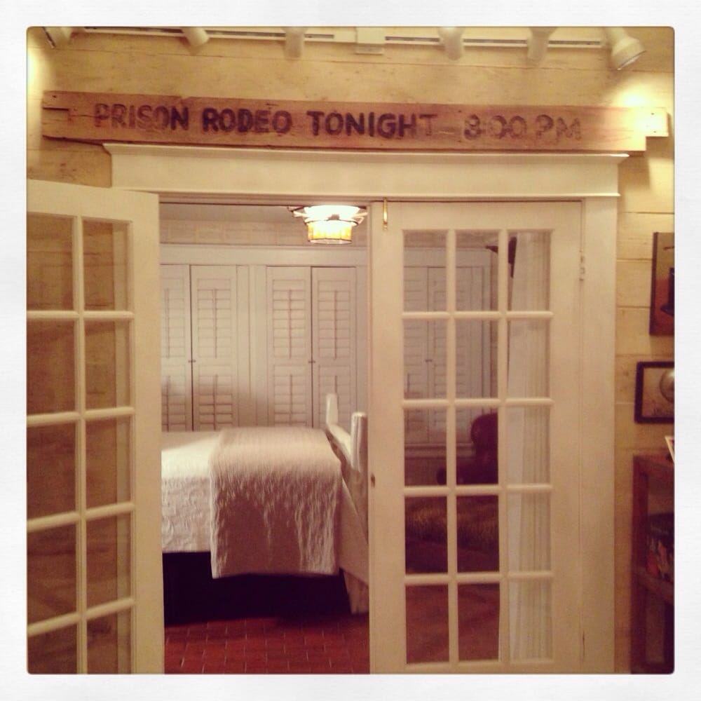 Sayles Ranch Guesthouses: 1002 Sayles Blvd, Abilene, TX