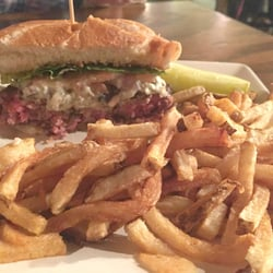 Photo Of Lincoln Tap House Cleveland Oh United States Blue Moon Burger