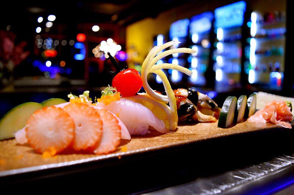 Hana Ramen Sushi: 7450 Bridgewood Blvd, West Des Moines, IA