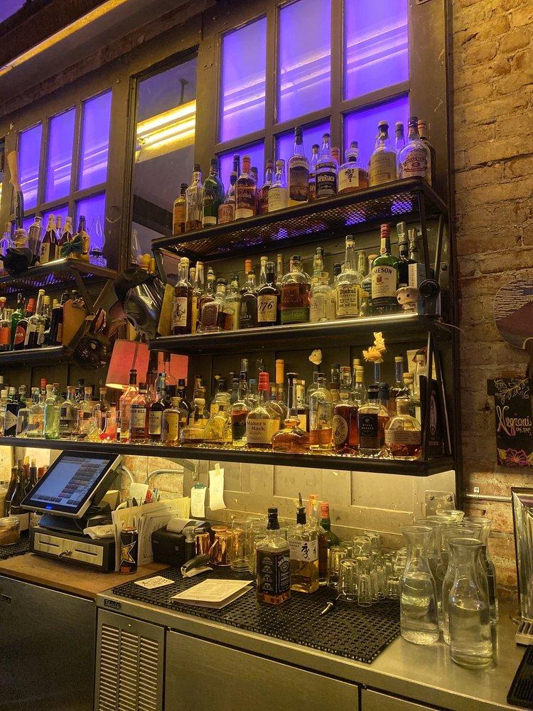 Geyserville Gun Club Bar & Lounge: 21025 Geyserville Ave, Geyserville, CA