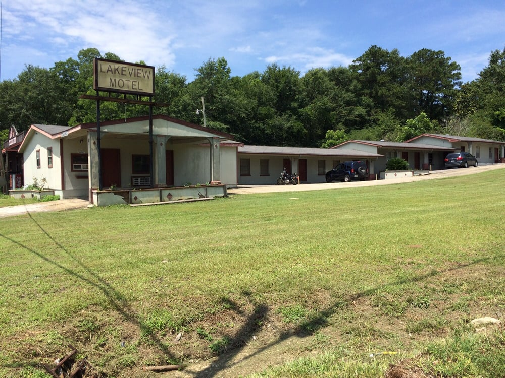 Lakeview Motor Lodge: 431 3rd St, Florala, AL