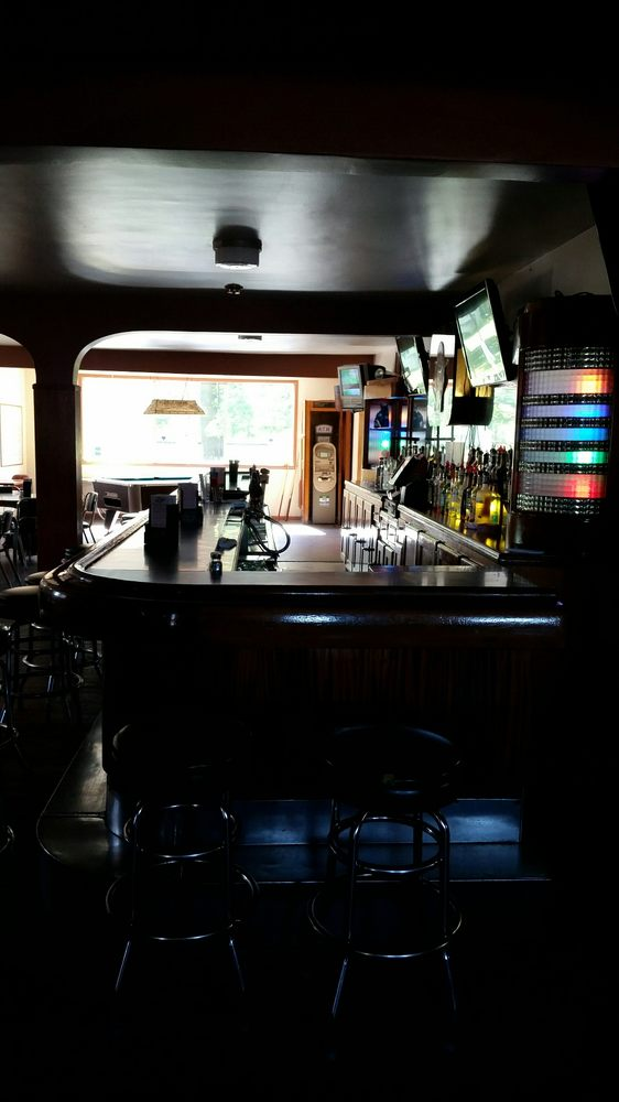 Player's Pub & Grub: 113 S Ninth Ave, Alpena, MI