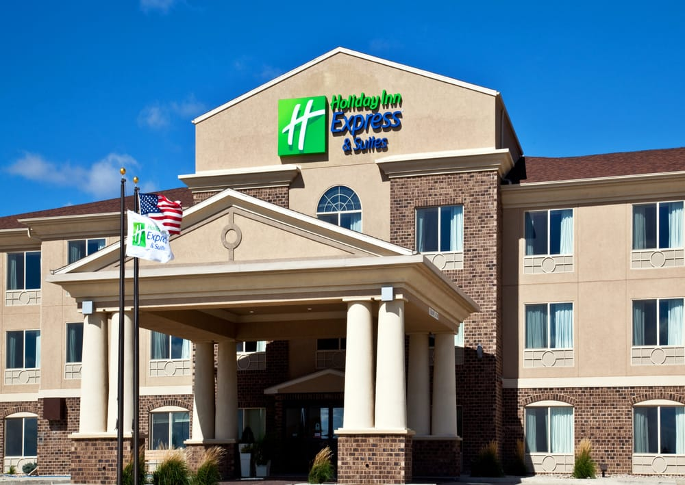 Holiday Inn Express & Suites Sioux Center: 100 St Andrews Way, Sioux Center, IA