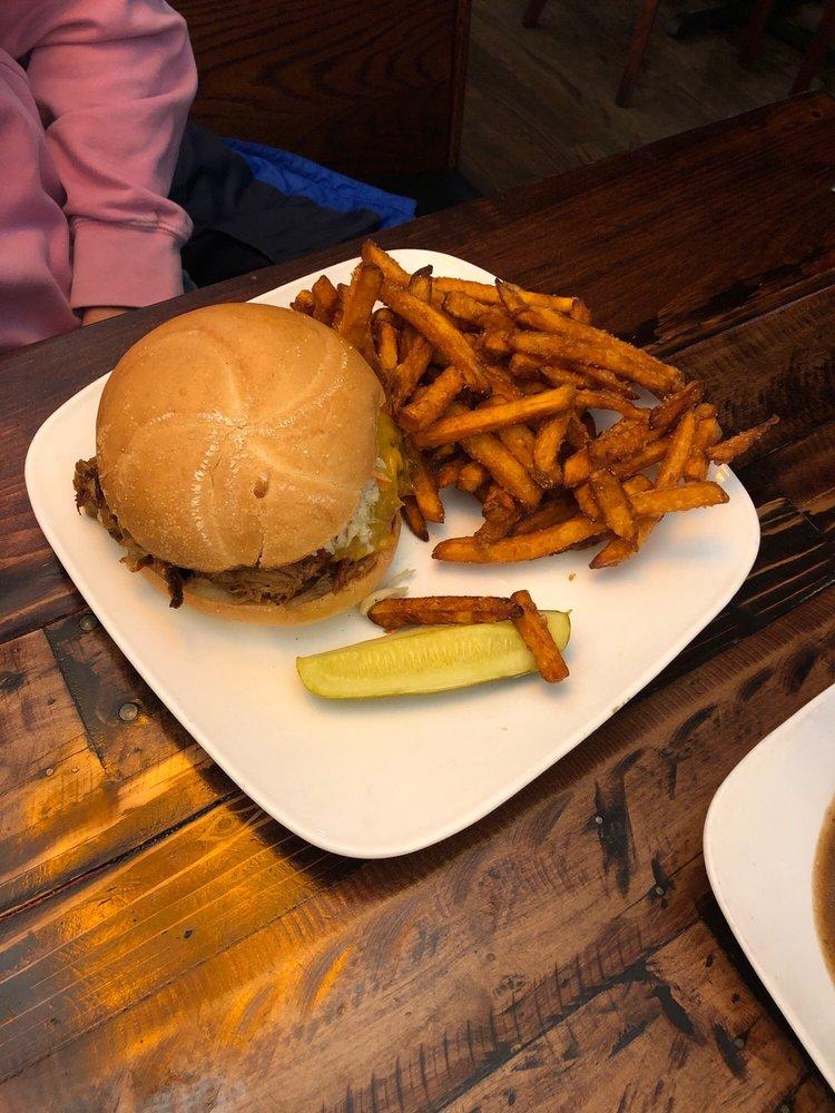 KC's Restaurant & Pub: 725 Boston Post Rd, Guilford, CT