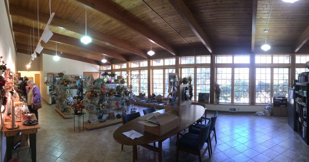 Lincoln Memorial Garden Nature Center: 2301 E Lake Shore Dr, Springfield, IL