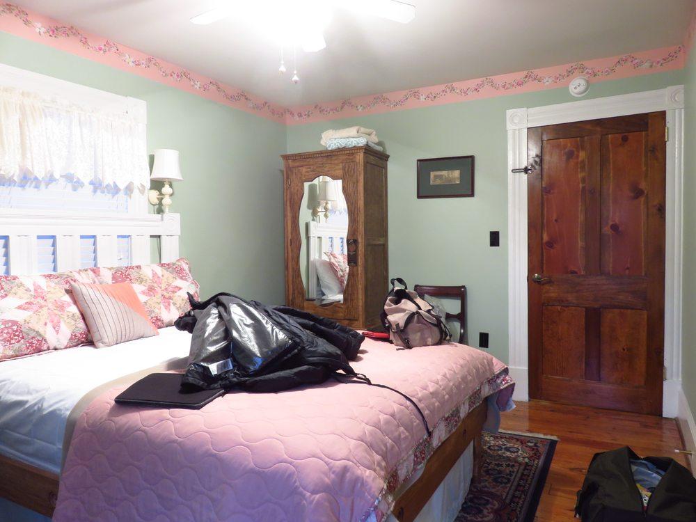 Hawksbill House: 105 N Hawksbill St, Luray, VA