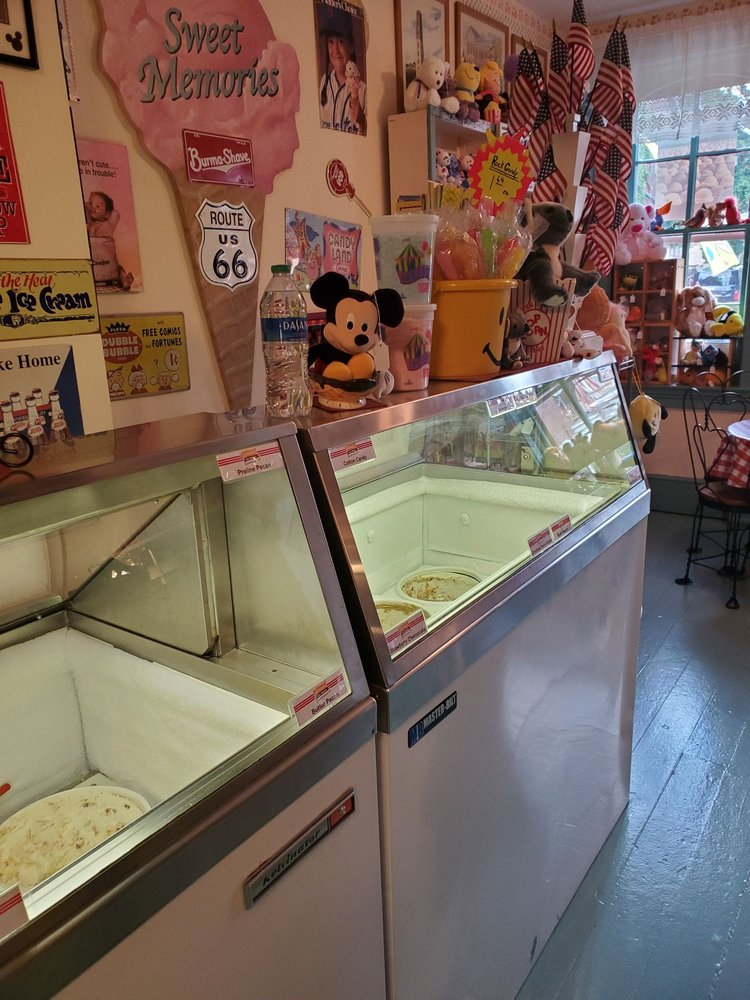 Sweet Memories Confectionery: 454 W 4th St, Dubuque, IA