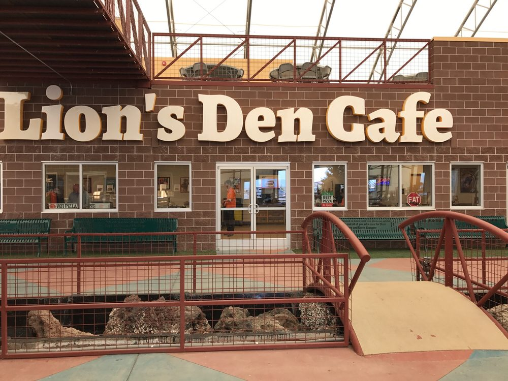 Lion's Den Cafe: 2999 County Road 53, Keenesburg, CO