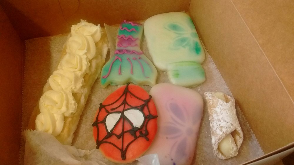 Janie's Pastry Shop & Bakery: 206 S Whitworth Ave, Brookhaven, MS
