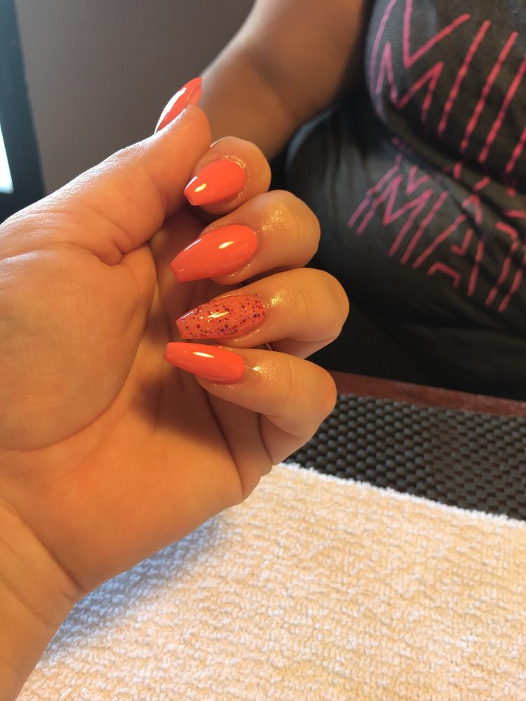 Snip & Tips Beauty Salon: 6508 California City Blvd, California City, CA