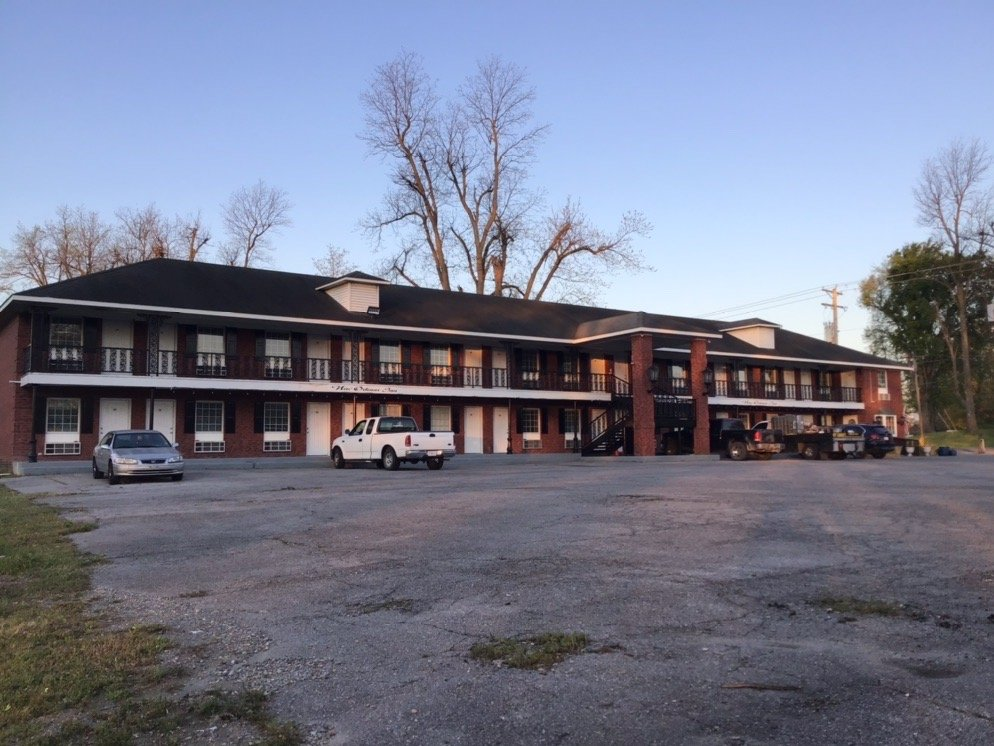 Billy's New Orleans Inn: 608 N US Highway 61, Portageville, MO