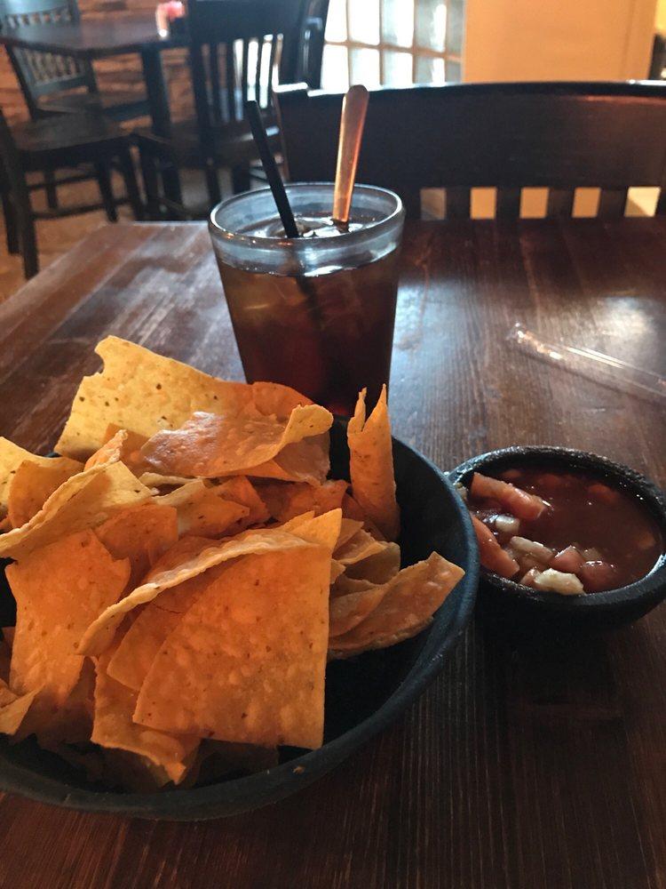 Carlos Restaurant & Bar: 308 NW 3rd St, Big Spring, TX