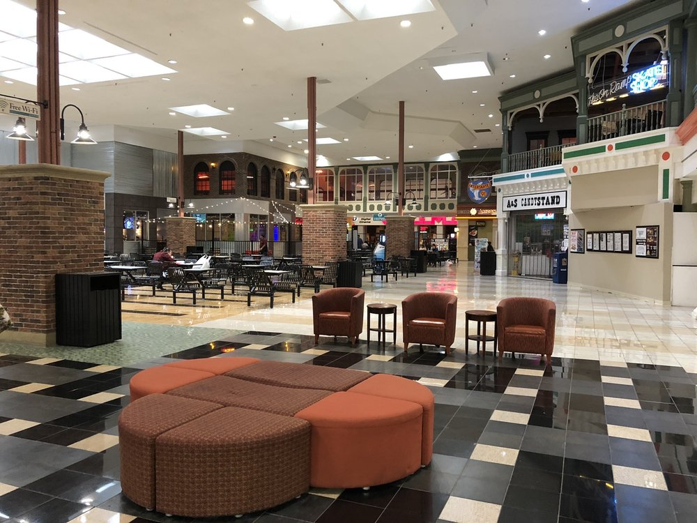 Hampshire Mall: 367 Russell St, Hadley, MA