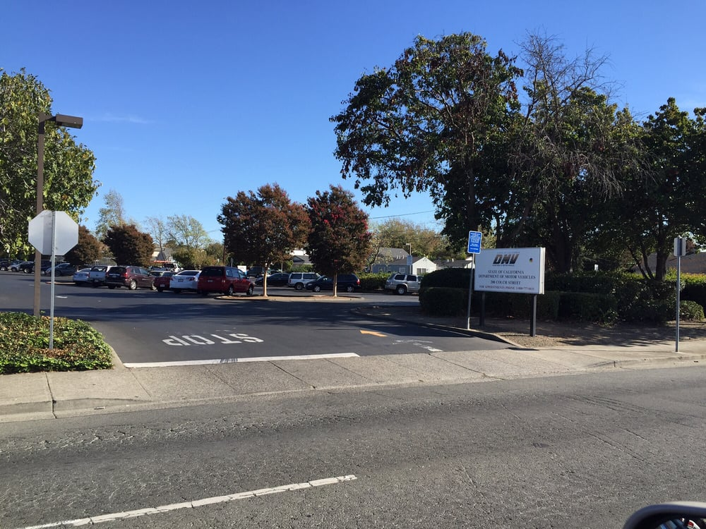 October 26 2015 dmv parking lot only has twenty cars for Department of motor vehicles near my location