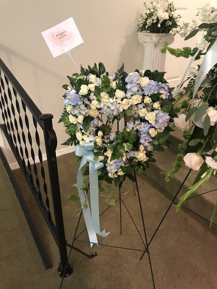Garner's Flowers: 116 N 13th St, Collinsville, OK