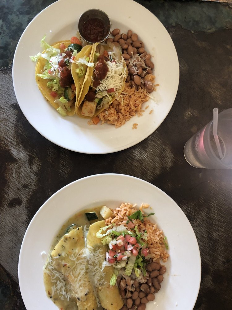 La Cueva Cafe: 135 Paseo Del Pueblo Sur, Taos, NM