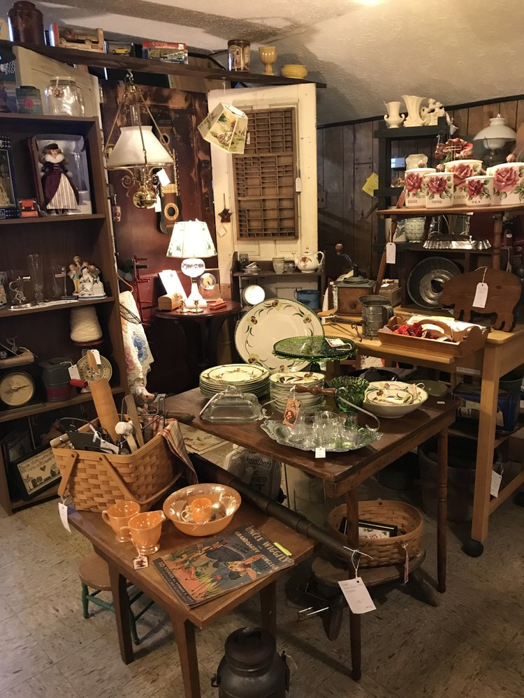 North Jackson Antiques & Uniques: 106 N Salem-warren Rd, North Jackson, OH