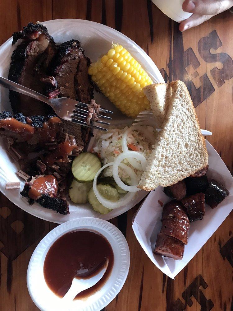 Busbee's Bar-B-Que & Catering Service: 339 Main St, Bandera, TX