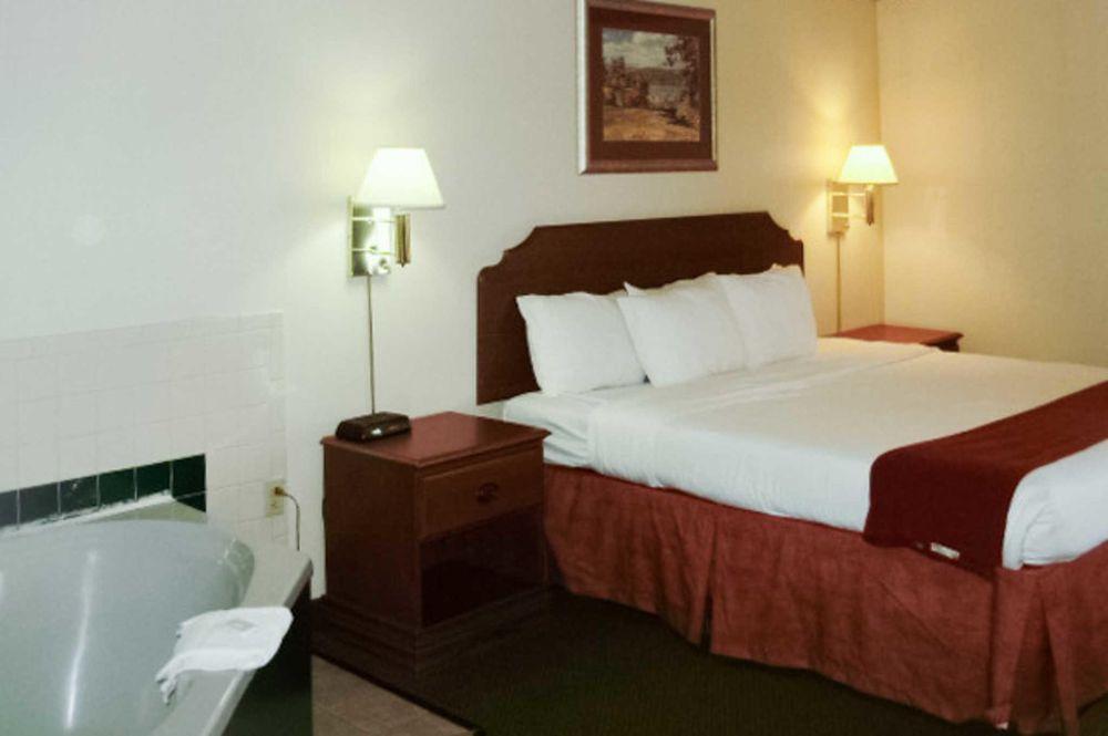 Quality Inn & Suites: 501 C W Stevens Blvd, Grayson, KY