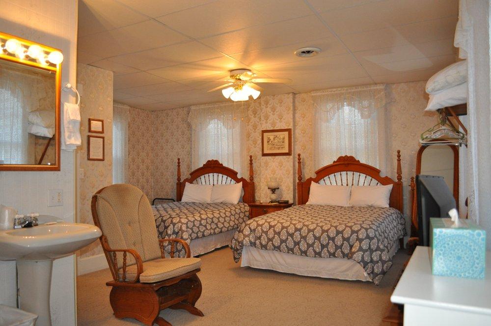 White House Inn: 1475 Mulholland, Nauvoo, IL