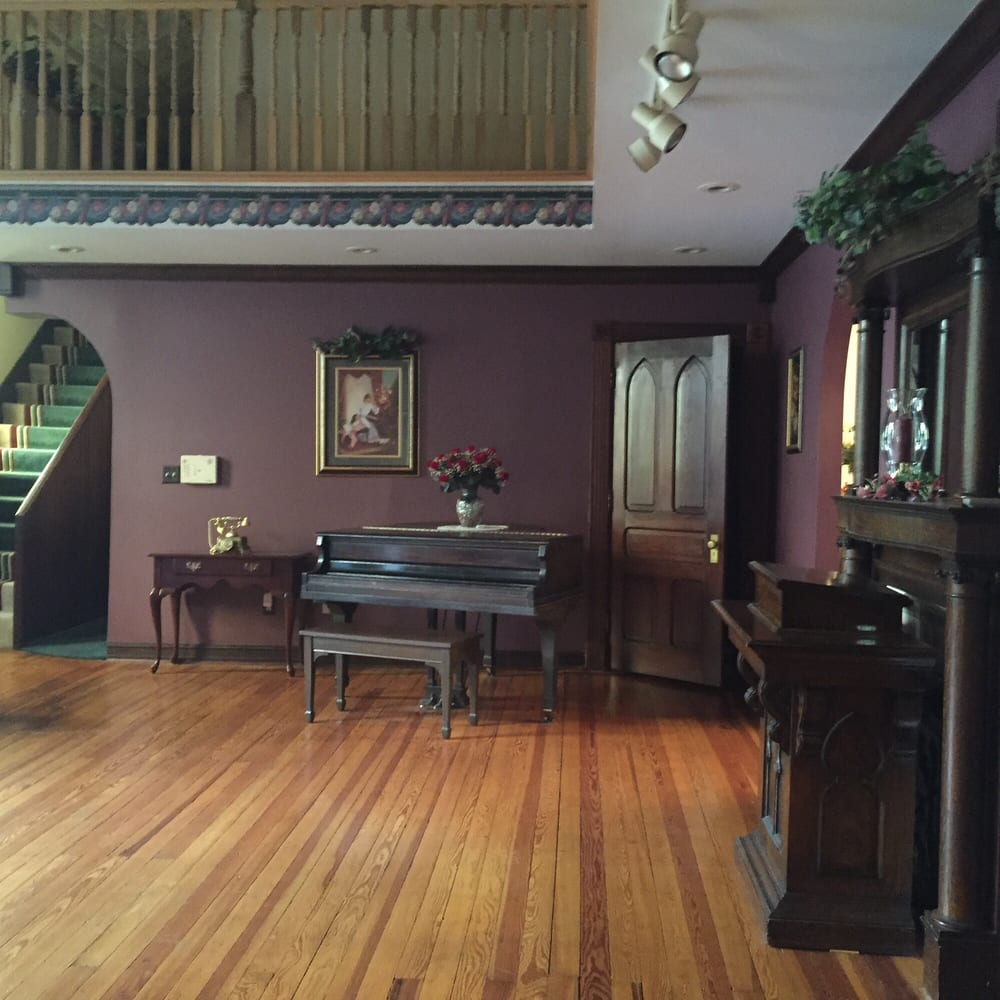 Christopher's Bed & Breakfast: 604 Poplar St, Bellevue, KY