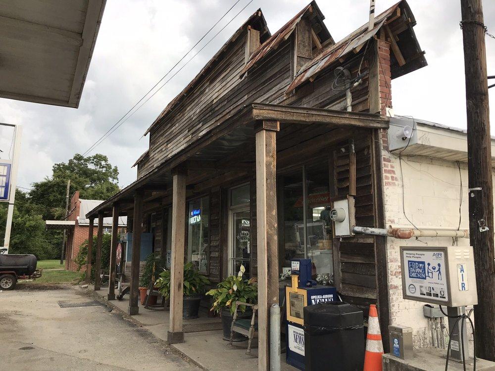 Walter's Gas & Grill: 15930 US Hwy 80 E, Opelika, AL