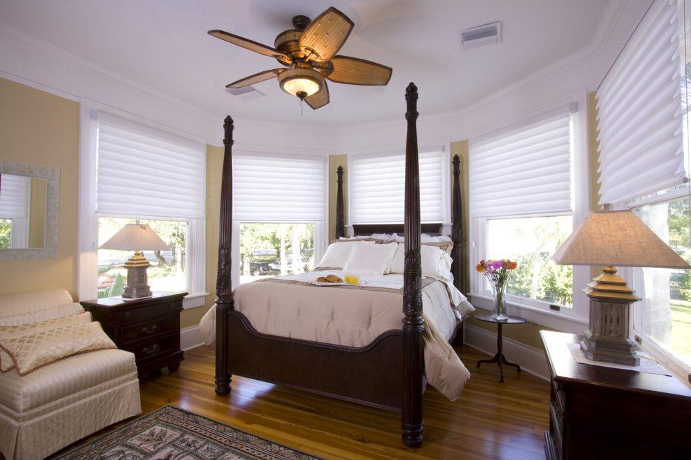 Palmetto Riverside Bed and Breakfast: 1102 Riverside Dr, Palmetto, FL