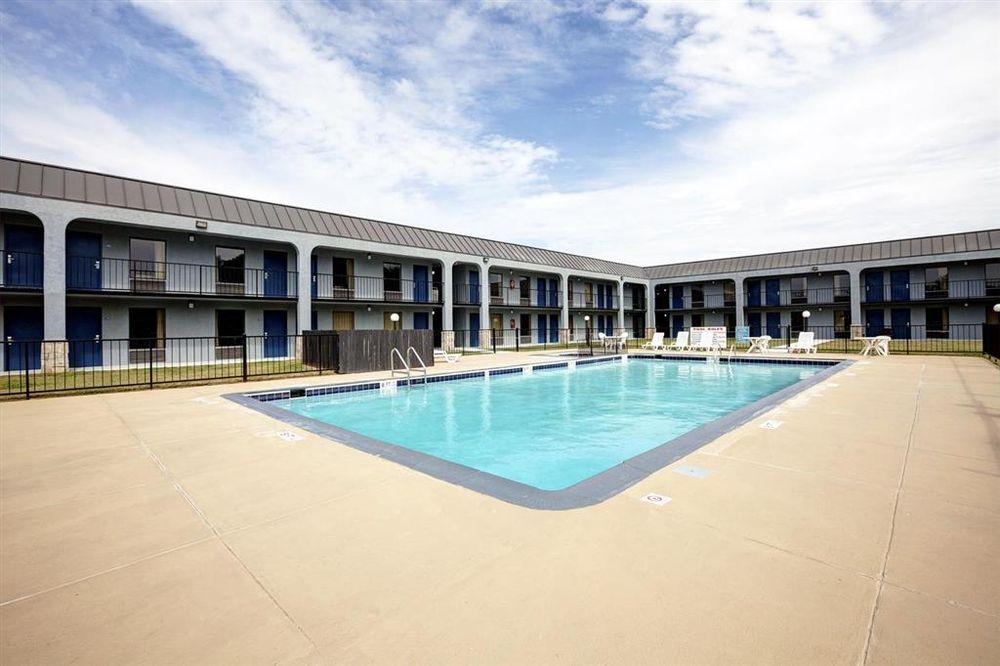 Americas Best Value Inn Newnan: 1344 Highway 29 South, Newnan, GA