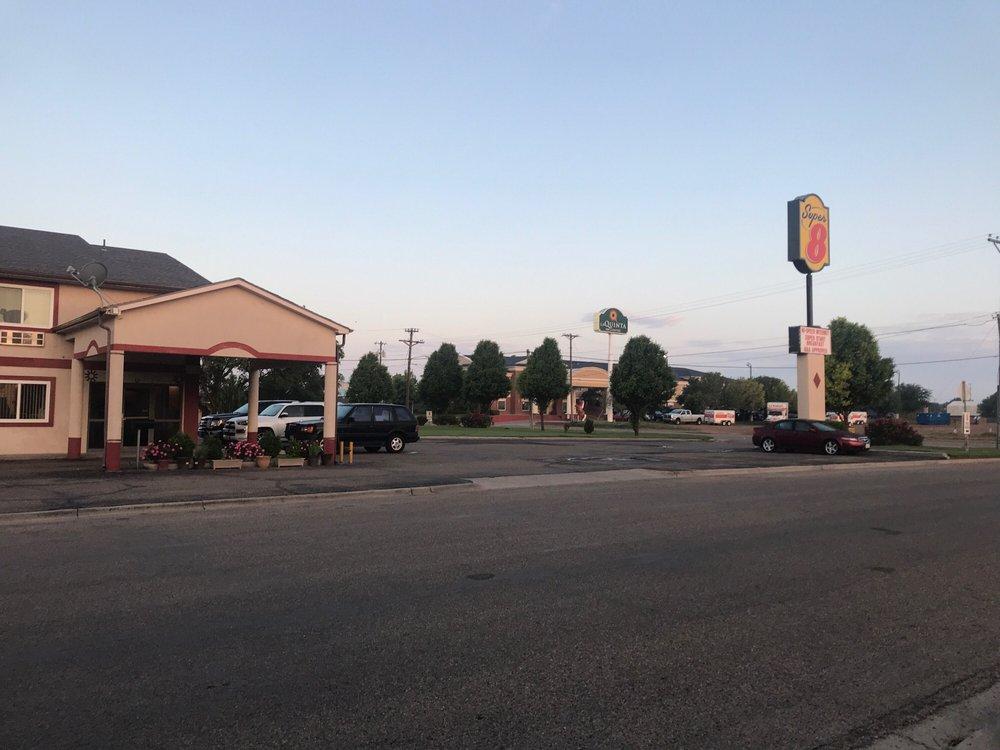 Super 8 by Wyndham Dalhart: 403 Tanglewood Rd, Dalhart, TX