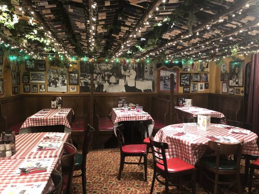 Buca Di Beppo Italian Restaurant 550 Photos 864 Reviews