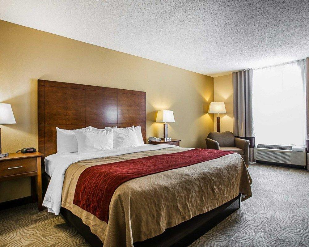 Comfort Inn & Suites: 221 Britain St, Santee, SC