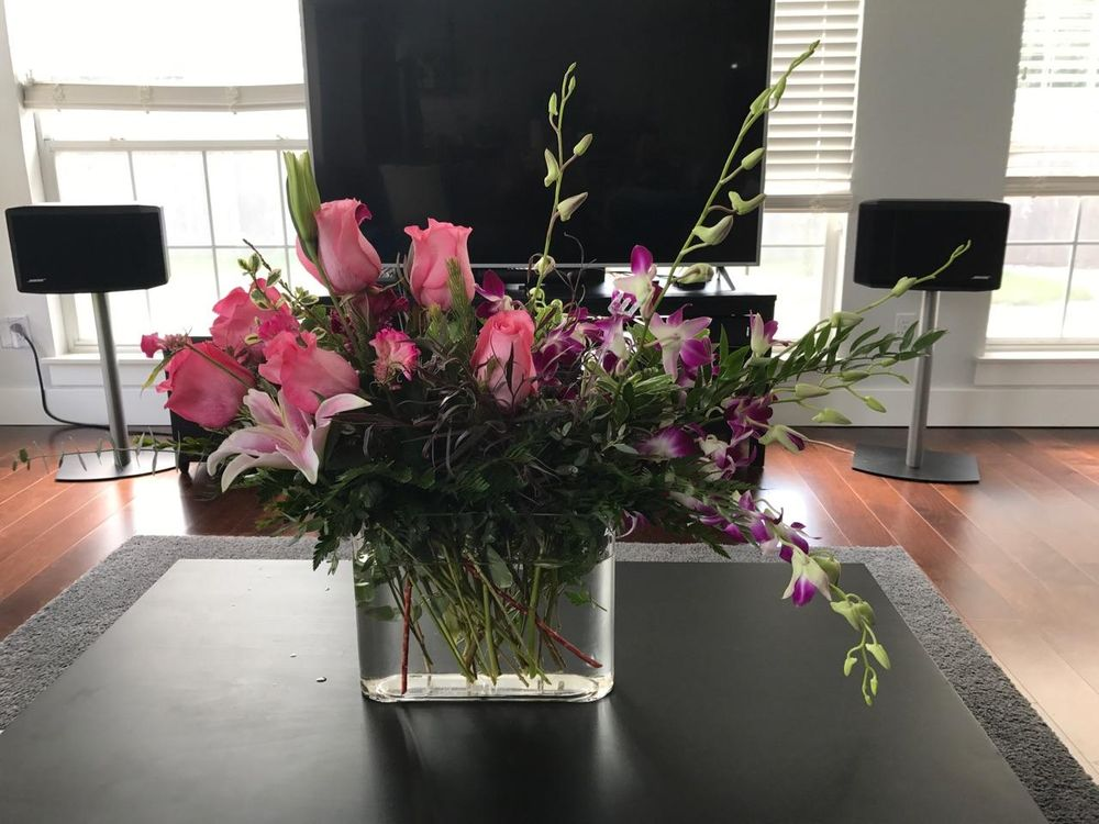 Earl's Flowers & Gifts