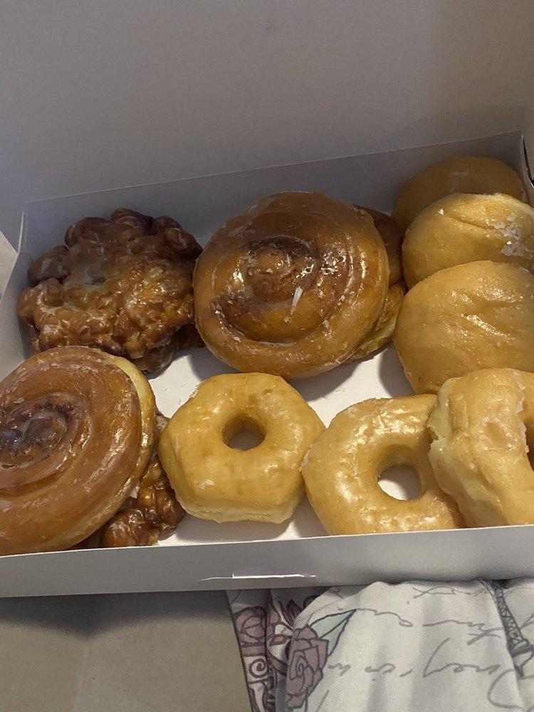 Donut King: 3034 E Goodman Rd, Southaven, MS