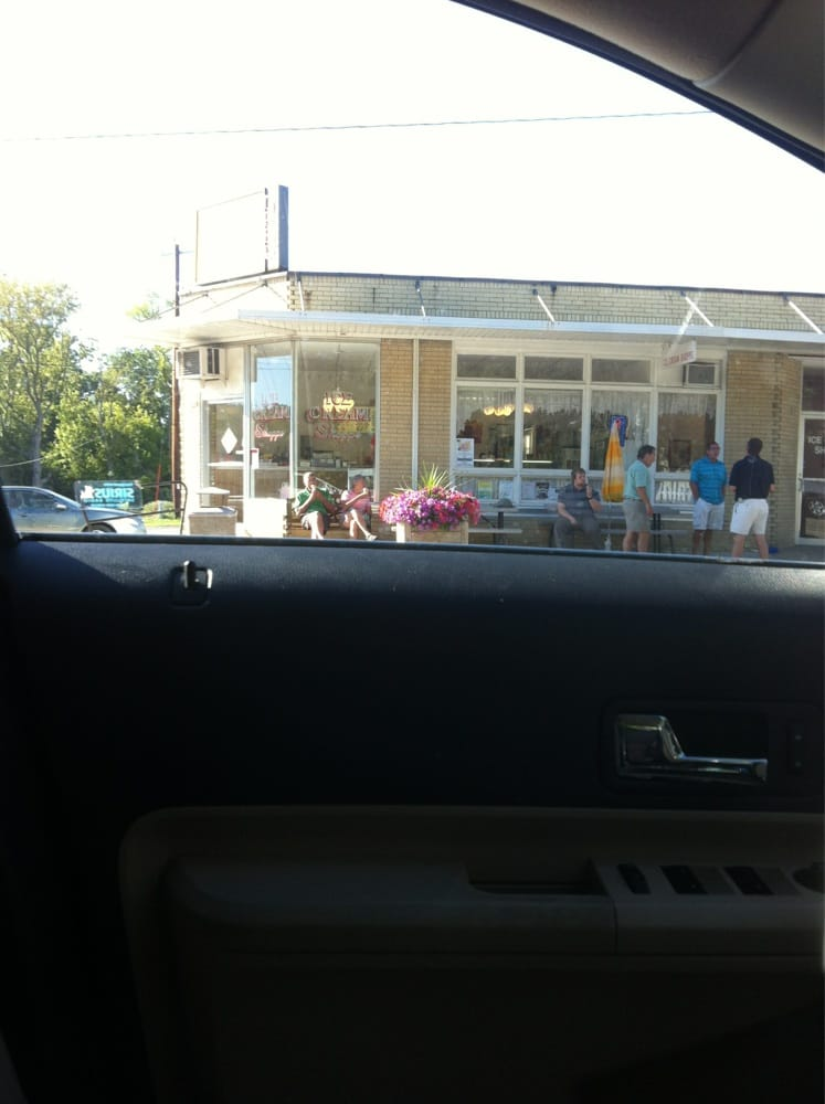 Darien Ice Cream Shoppe: 30 W Beloit St, Darien, WI