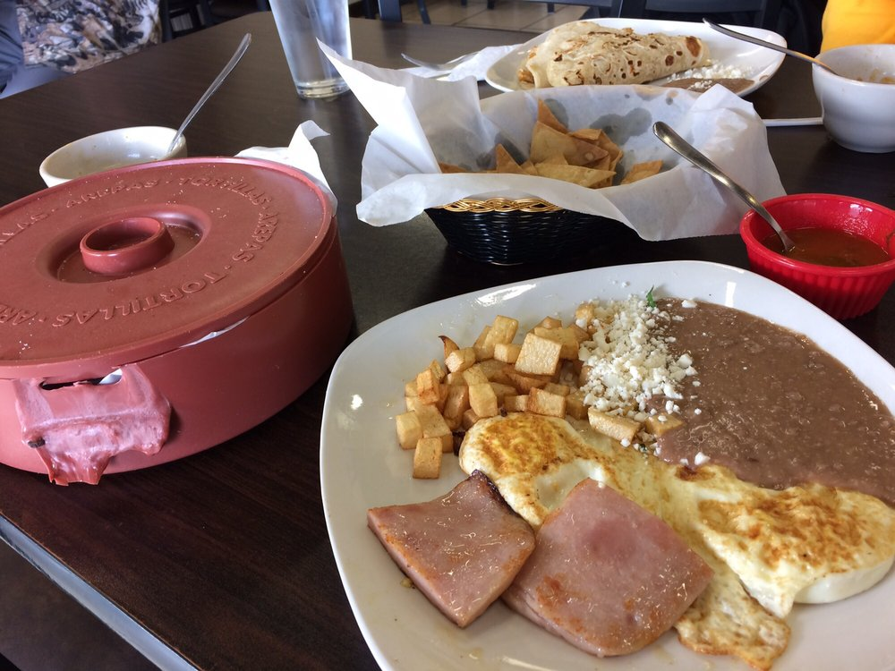 Porfirio's: 221 N Salinas Blvd, Donna, TX