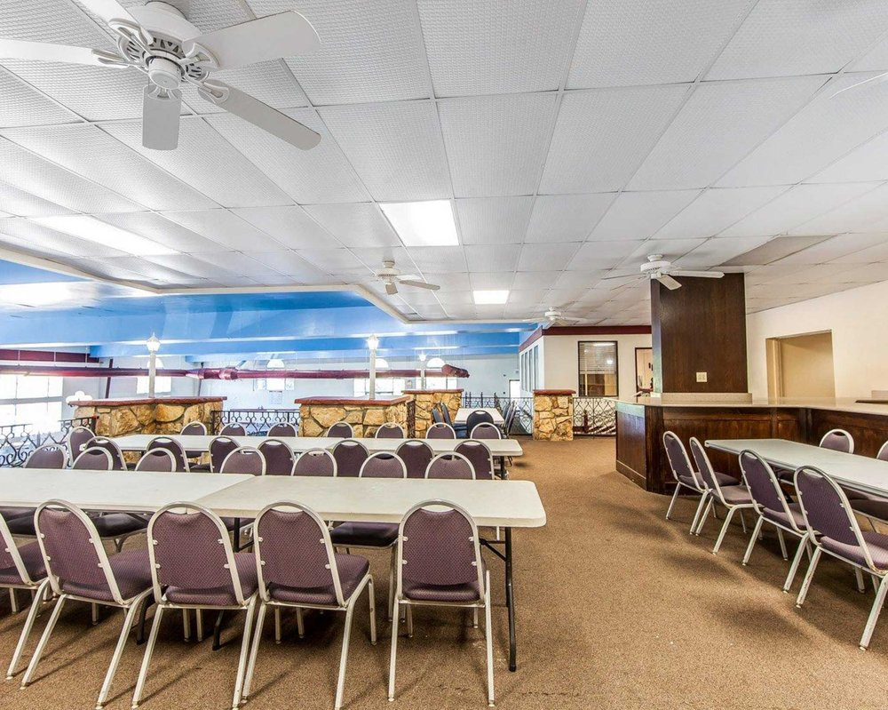 Quality Inn Event And Conference Center: 700 Pike St, Marietta, OH