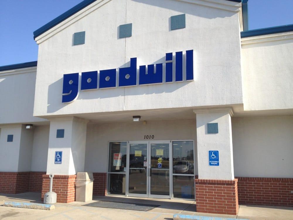 Goodwill Store: 1010 E 43rd St, Hays, KS