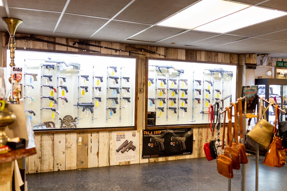 Doc Holliday's Guns: 126 NE Steiger St, Grants Pass, OR