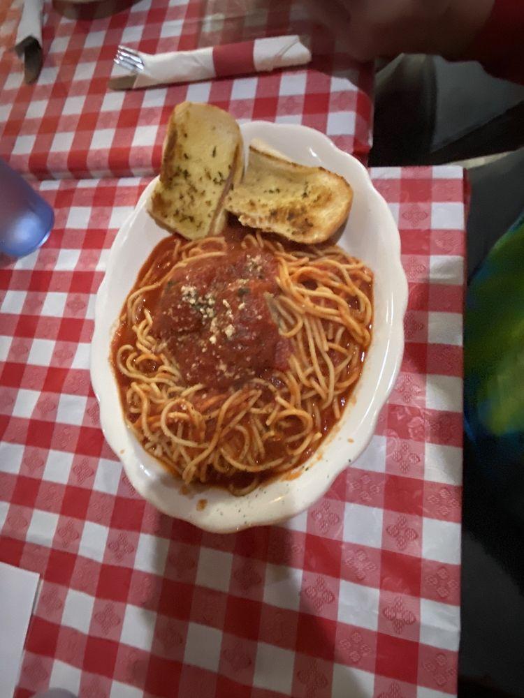 Villaggio Italiano: 278 Central Ave, Silver Creek, NY