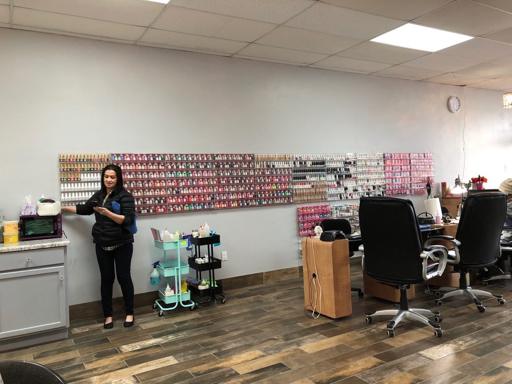 Hollywood Nails: 1425 Wisconsin Dells Pkwy, Wisconsin Dells, WI